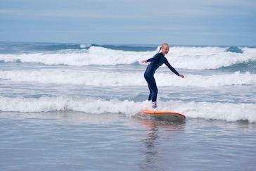 girls summer camp oregon surfing